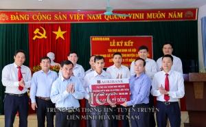 Lễ ký kết tài trợ an sinh xã hội cho xã Yên Thượng, huyện Cao Phong (Hòa Bình)