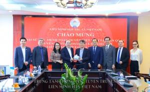 Đại sứ đặc mệnh toàn quyền Việt nam tại Hàn Quốc đến thăm và làm việc với cơ quan Liên minh HTX Việt Nam