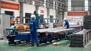Các doanh nghiệp 'vùng xanh' Hà Nội tái sản xuất