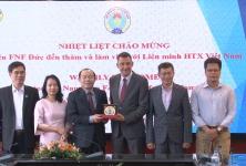 Chủ tịch Nguyễn Ngọc Bảo tiếp và làm việc với Viện FNF Đức tại Việt Nam