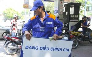 Phí hoa hồng xăng dầu tăng: Đừng bắt người tiêu dùng