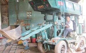 Nông dân chế tạo xe xúc lật