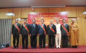 Lãnh đạo Liên minh HTX Việt Nam vinh dự đón nhận Huân chương Vương quốc Campuchia cấp Đại tướng quân.